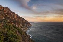Südafrika, Klippen des Kaps der Hoffnung nach Sonnenuntergang — Stockfoto