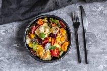 Ravioli salad with tomato, grapes, mozzarella and basil — Stock Photo