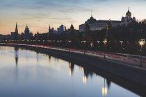 Russia, Mosca, L'argine del Cremlino con traffico pesante — Foto stock