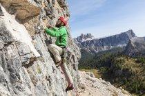 Italy, Cortina d'Ampezzo, man climbing in the Dolomites mountains — Stock Photo