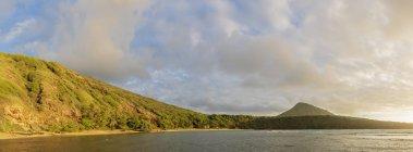 USA, Hawaii, Oahu, Hanauma Bay, toter Vulkankrater und Koko-Krater — Stockfoto