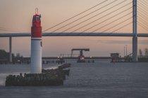 Germania, Meclemburgo-Pomerania occidentale, Stralsund, ingresso al porto e ponte Ruegen — Foto stock