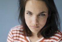 Ritratto di donna arrabbiata — Foto stock