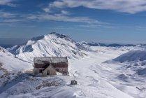 Italie, Abruzzes, Gran Sasso e Monti della Laga, Campo Imperatore et Duca degli Abruzzi refuge en hiver — Photo de stock