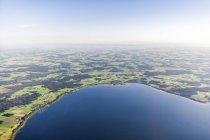 Allemagne, Bavière, Vue aérienne du lac Chiemsee, Seebruck et Gollenshausen — Photo de stock