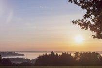 Allemagne, Prien au lac Chiemsee au coucher du soleil — Photo de stock