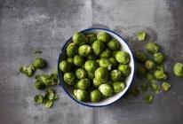 Bacia de sprouts orgânicos de Bruxelas — Fotografia de Stock