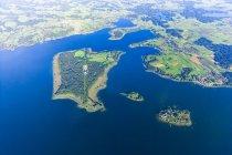 Allemagne, Bavière, Chiemgau, Vue aérienne du lac Chiemsee, Herrenchiemsee, Krautinsel et Frauenchiemsee — Photo de stock
