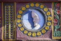 Germania, Butzbach, rilievo, mezza luna con corona di stelle — Foto stock