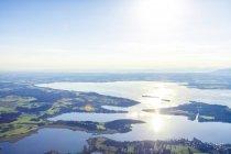 Allemagne, Bavière, Chiemgau, Vue aérienne Prien et lac Chiemsee — Photo de stock