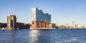 Germania, Amburgo, Elba Philharmonic Hall vista dall'acqua — Foto stock