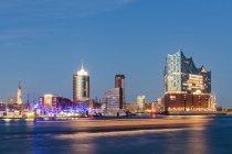 Germania, Amburgo, Elbe Philharmonic Hall e HafenCity all'ora blu — Foto stock