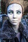 Kopf einer weiblichen Schaufensterpuppe auf Flohmarkt bemalt — Stockfoto