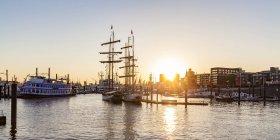 Germania, Amburgo, Baumwall, City Marina al tramonto — Foto stock
