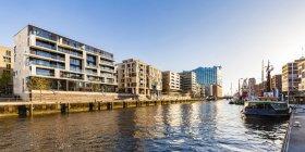 Deutschland, hamburg, hafencity, elbe philharmonie, sandtorhafen und moderne wohnhäuser — Stockfoto
