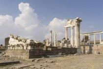 Туреччина, Берґама, Акрополь, храм, Траянум — стокове фото