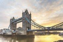 Regno Unito, Inghilterra, Londra, Tower Bridge all'alba — Foto stock