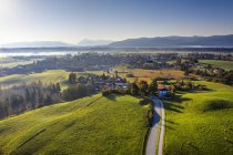 Germany, Bavaria, Foothills of the Alps, Toelzer Land, Aerial view of Sachsenkam — Photo de stock