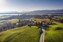 Alemanha, Baviera, Foothills dos Alpes, Toelzer Land, Vista aérea de Sachsenkam — Fotografia de Stock
