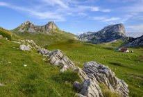 Montenegro, Durmitor National Park, Durmitor massif, mountain pasture Sarban, mountains Sedlo and Boljska Greda — стоковое фото