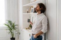Man having a coffee break at home — Stock Photo
