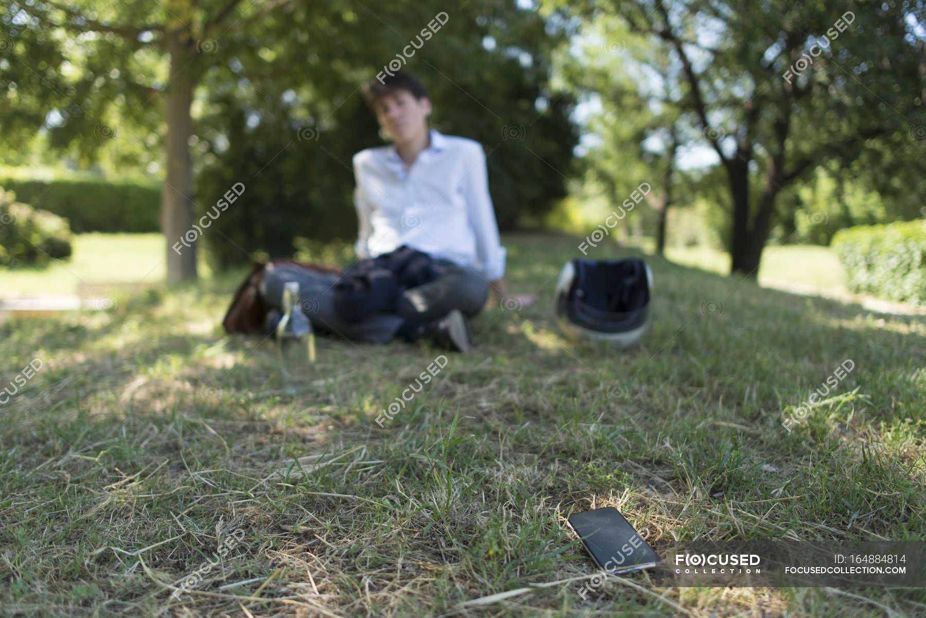 Сосёт в парке хуй, Прелестная деваха сосет хуй в парке, а затем трахается 20 фотография