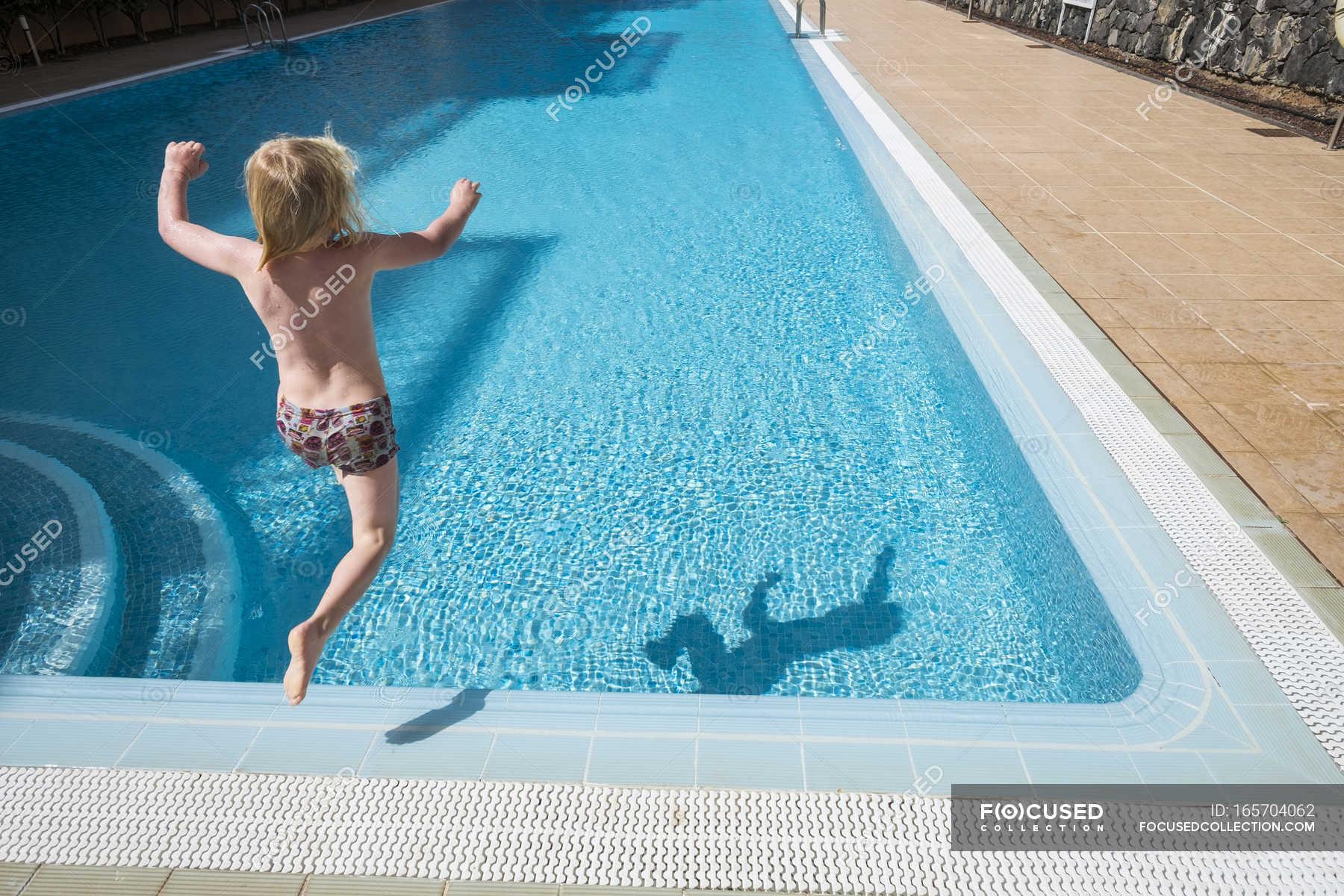 фото картинки как прыгают в бассейн день всем, как