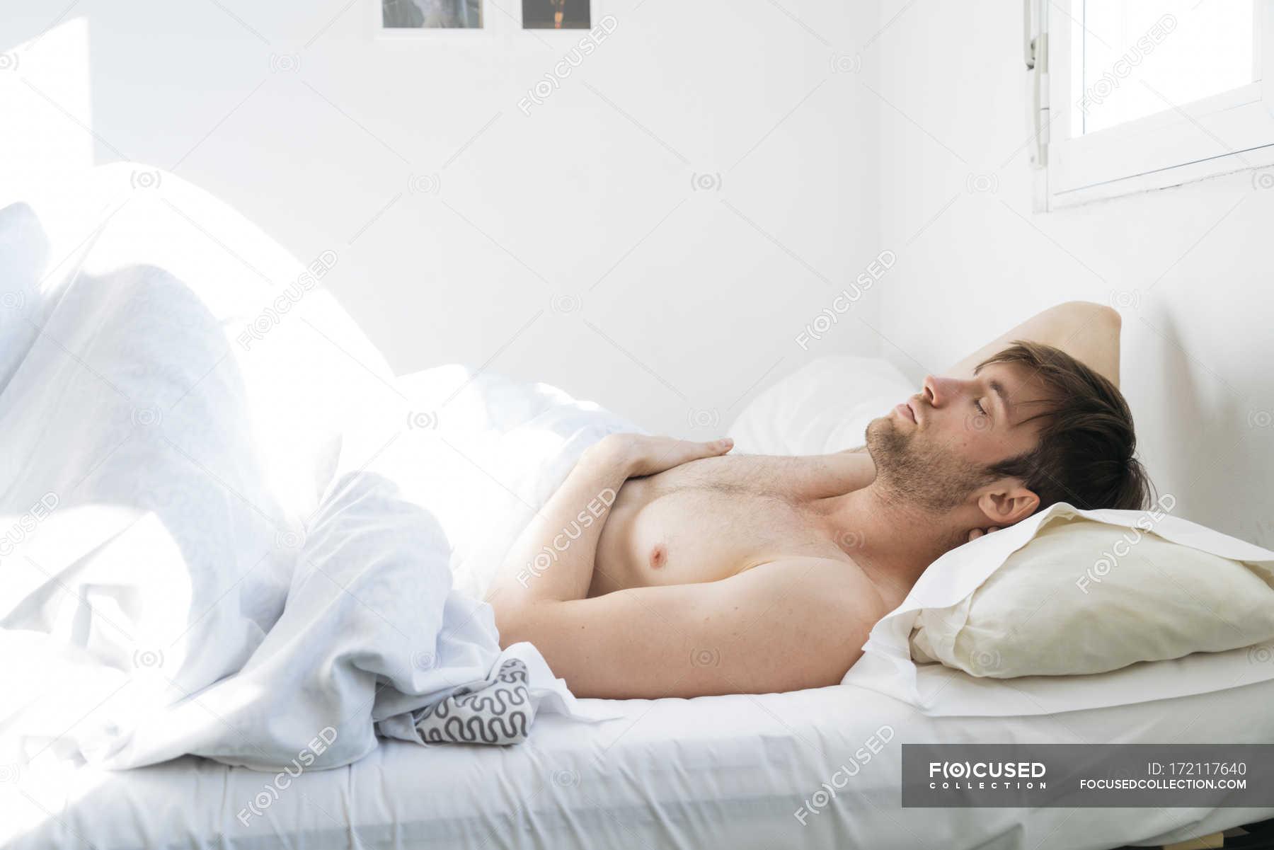 С кузиной в постели, Дядя с удовольствием трахнул кузину, пришедшую с пар 14 фотография