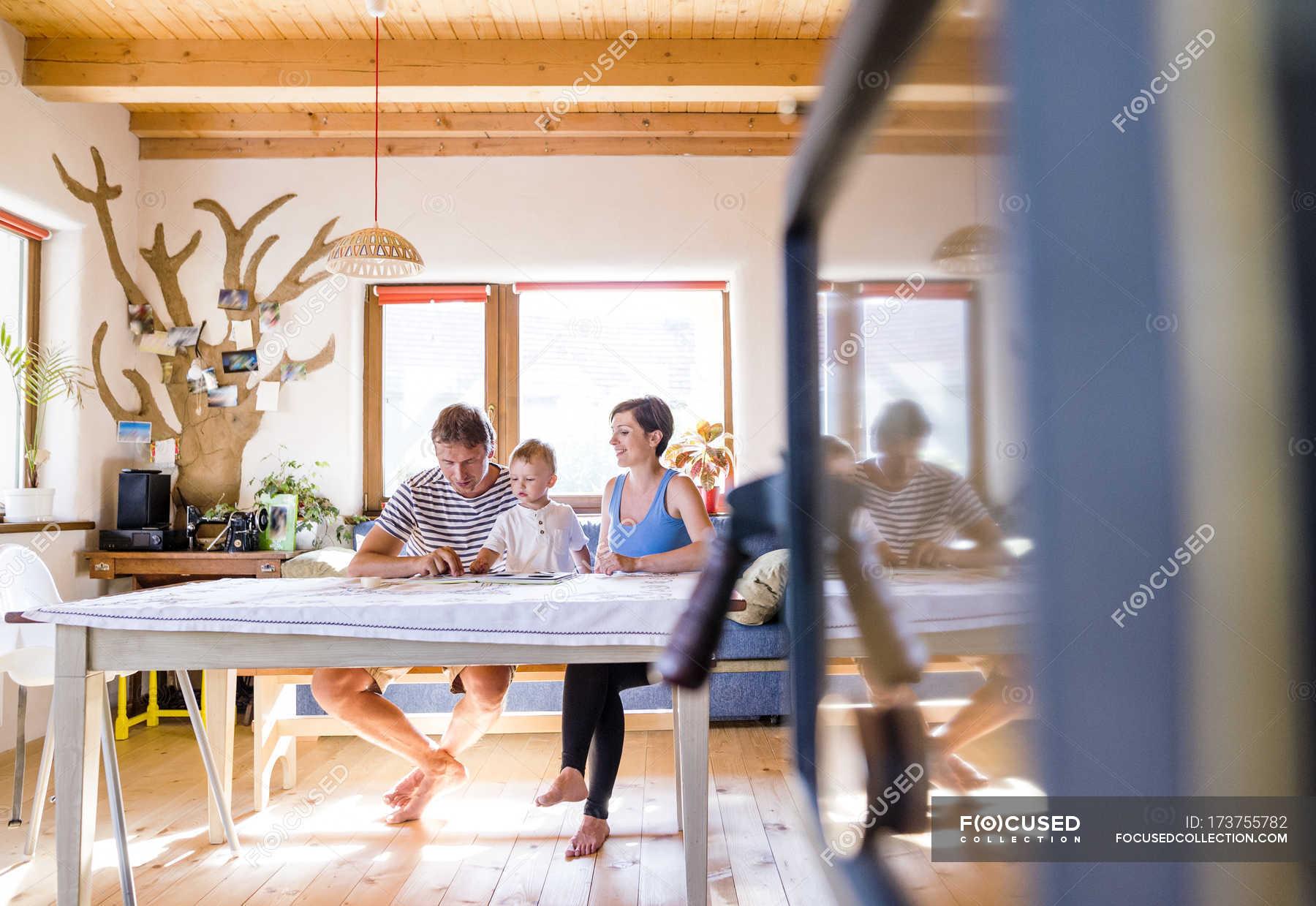 Basteln - Stockfotos, lizenzfreie Bilder | Focused