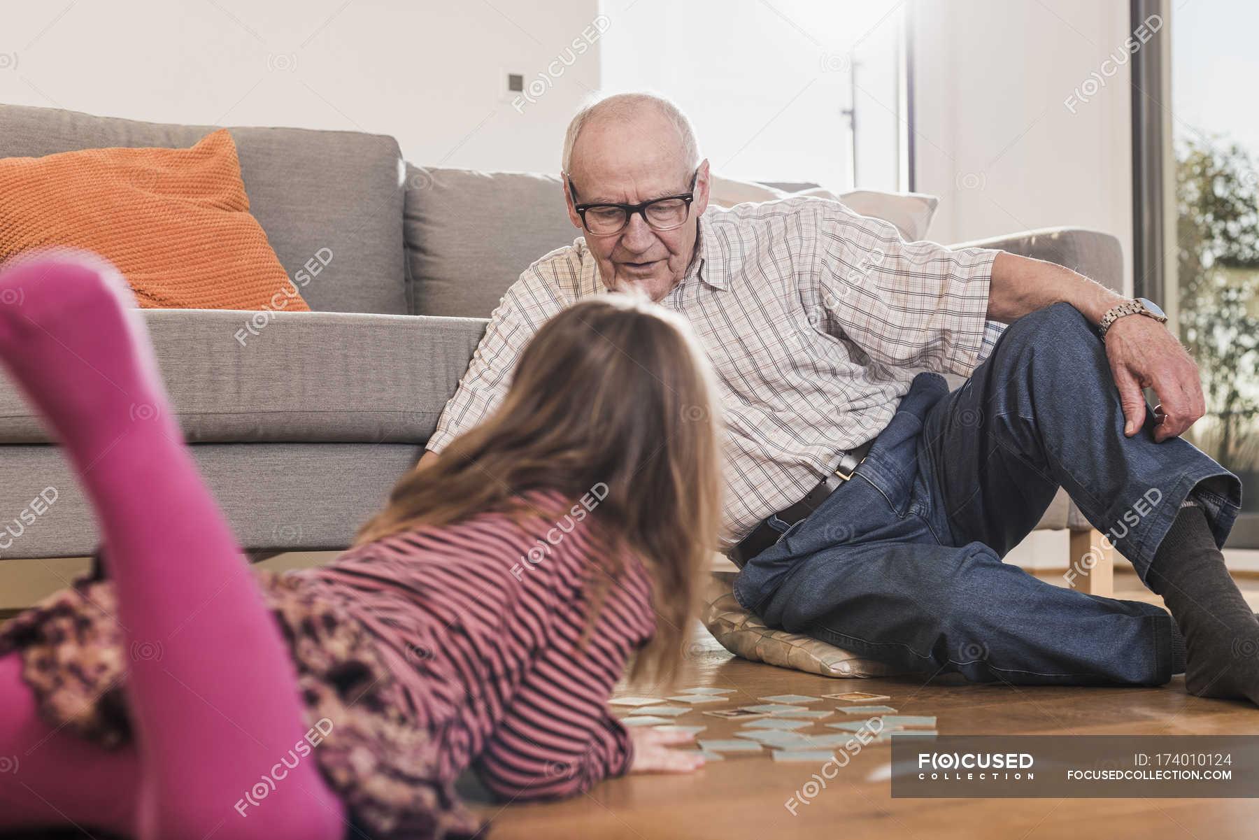 Дед внучка наглый и