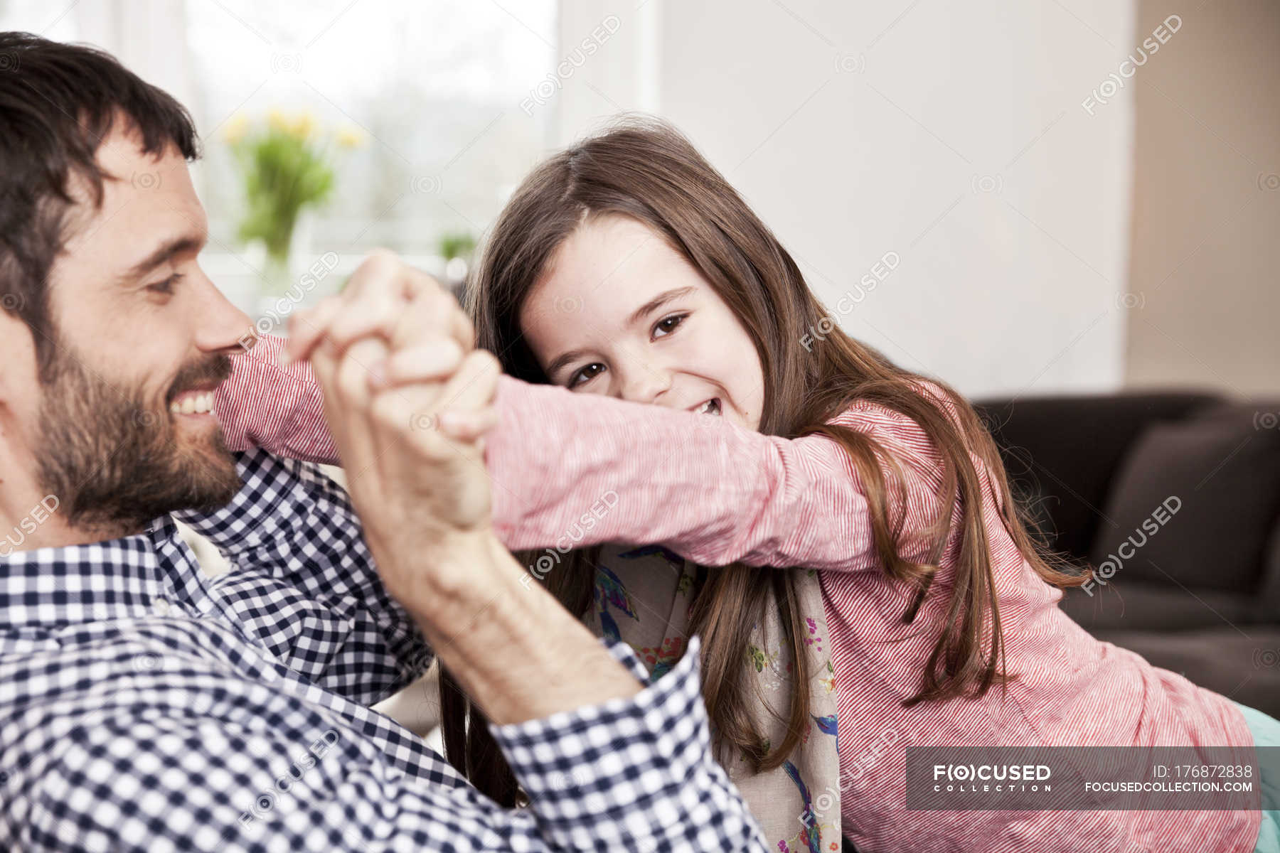 Секс пьяной дочки с отцом, Отец и дочь, отец ебет дочь - Смотреть порно видео 15 фотография