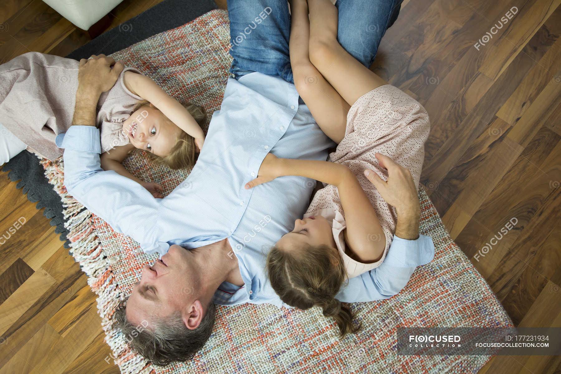Фото секса пап с дочерьми, Секс папы с дочкой. Смотреть отец с дочкой порно фото 17 фотография
