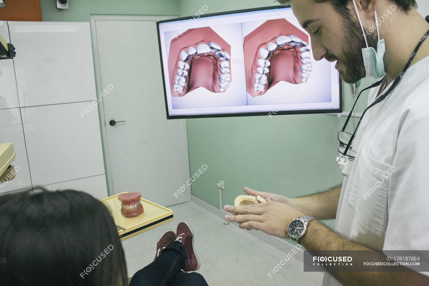 Стоматолог усыпил и трахнул кори смотреть онлайн, Стоматолог усыпил кори и трахнул Поебушки. Ком 12 фотография