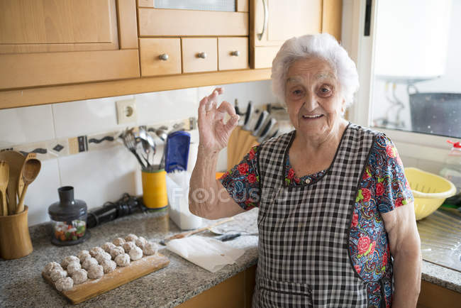 Senior woman showing ok — Stock Photo