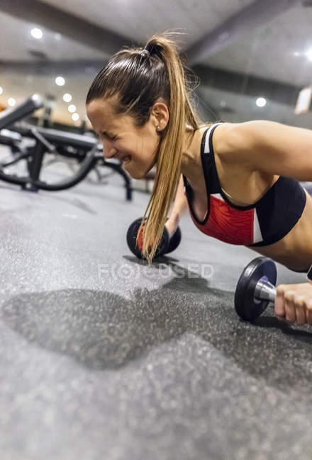 Woman training with dumbbells — Stock Photo