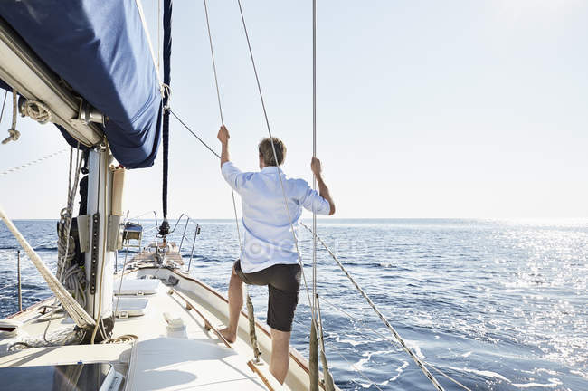 Man standing on sailing boat — Stock Photo