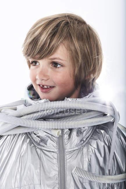 Garçon souriant, porter des déguisements — Photo de stock