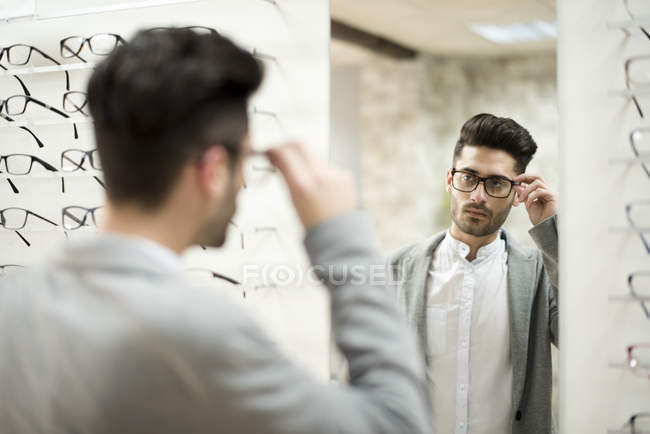 Man choosing spectacles — Stock Photo