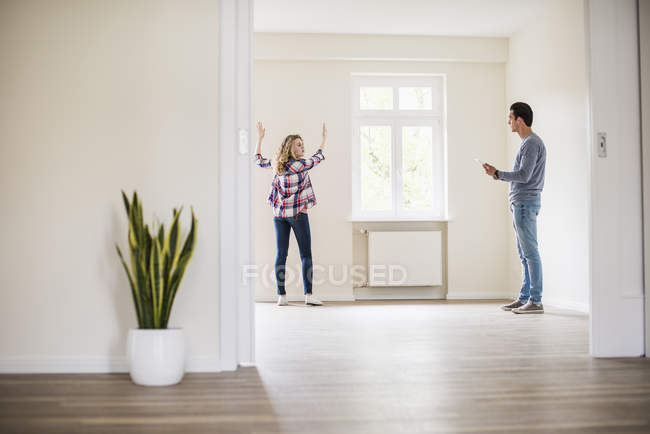 Portrait of young couple discussing in new home — Stock Photo