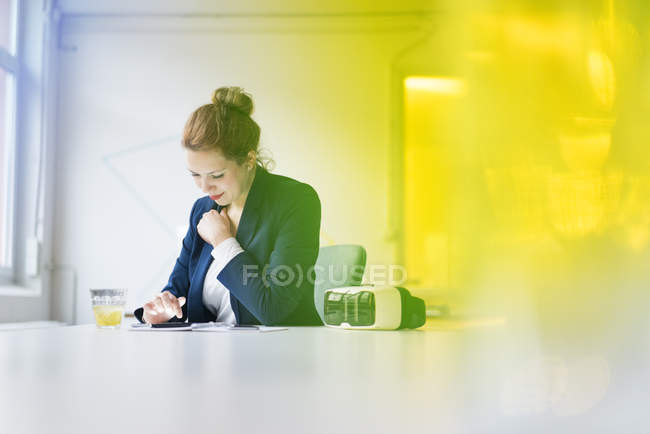 Businesswoman sitting with VR goggles — Stock Photo