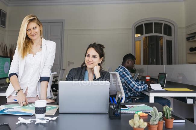 Young businesswomen working together — Stock Photo