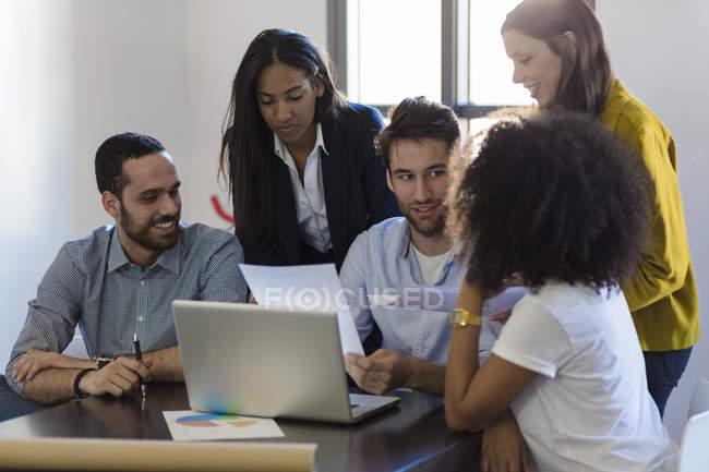 People sharing laptop — Stock Photo