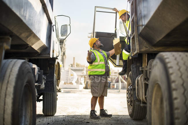 Workers discussing at quarry — Stock Photo