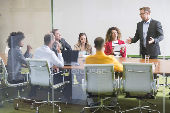 Businessman leading a meeting — Stock Photo