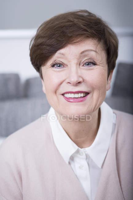 Senior woman smiling at camera — Stock Photo