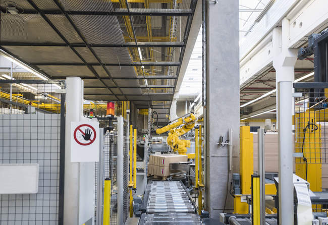 Conveyor belt and industrial robot — Stock Photo
