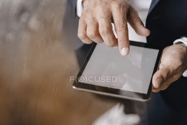 Male hands using tablet — Stock Photo