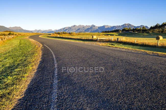 Roadway in Fiordland National Park — Stock Photo