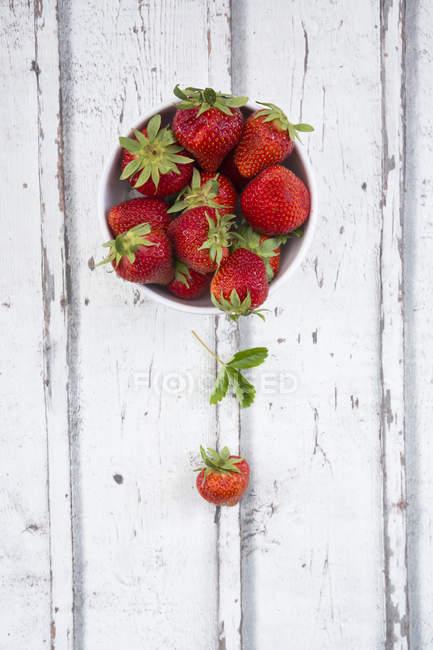 Ciotola di fragole fresche — Foto stock