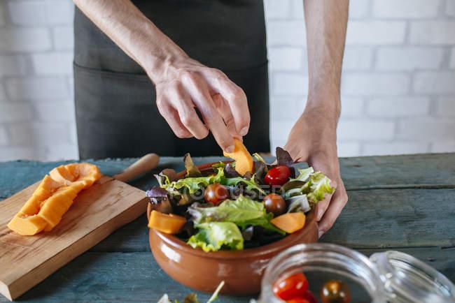 Man preparing batavia lettuce salad — Stock Photo